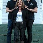 Vertskapet er familien Moen. Mor Irene, og sønner Dag Håkon og Preben (dagleg leiar)