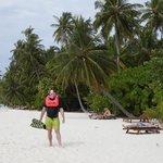 Saliendo del arrecife, en la playa, delante de nuestro bungalow