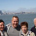 Wir vor der Skyline San Franciscos