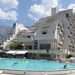 Hotellet och poolen
