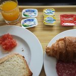 Breakfast at Holiday Inn Express City 22