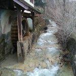 Le moulin hydro-alimenté ...