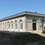 vue extérieure du musée, au domaine de la Verrerie