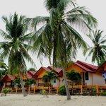 """бунгало рядом с нашим отелем """"Rich Resort Beachside Hotel"""""""