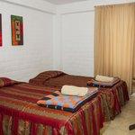 Habitación perfecta para dos personas. Cuenta con camas de plaza y media cada uno; baño privado.