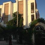 Entrance Kahraman Hotel