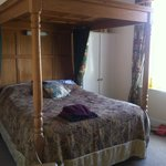 Four poster in Room 7