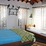 Üç kişilik odamız... - Our double bed and singel bed....