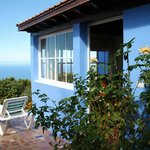 fachada y terraza privada con vistas al mar