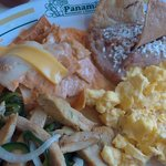 Chilaquiles suizos con huevos revueltos