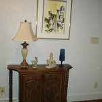 Decor in sitting room of room 517