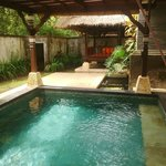 Private Pool dibelakang
