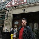 O hotel fica a 2 quadras do Café Tortone