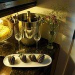 chocolate covered strawberries and champgane