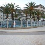 Widok na hotel od strony plaży