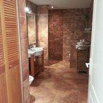 Salle de bain de la chambre canadienne
