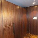 Entrance hallway & cupboards