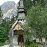 kerkje bij Lago di Braies / Pragser See