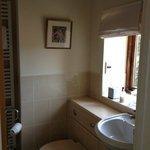 Dovecote Room en suite bathroom and shower
