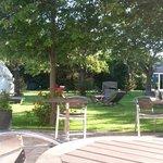 vue du jardin, idéal pour un apéritif à l'ombre des pommiers sur un transat