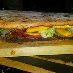 Panuozzo con Cheese steak scamorza cheddar bacon insalata e patatine...