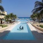 インフィニティプールからカリブ海の眺め