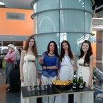 Так Музенидис провожает туристов в аэропорту
