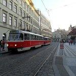 Fermata del tram davanti l'hotel