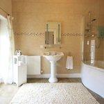 Whirlpool bathroom en suite for superior double room.