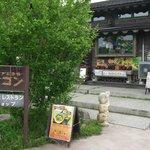 ベトナムのお土産とレストランがあります