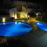 piscine in notturna