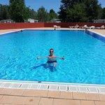 La piscine est propre, un peu petite en pleine saison s'il y a du monde, il n'y a pas de tobogga