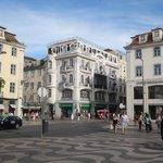 Praça de D. Pedro IV lojas ,bancos e bares