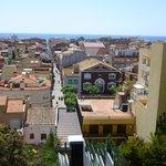 uitzicht van bovenaf in oud Malgrat, te bereiken via de glazen lift