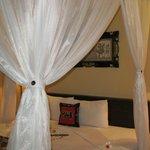 King-Size Bett mit Moskitoschutz