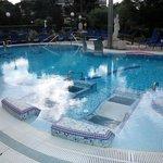 бассейн с горячей термальной водой