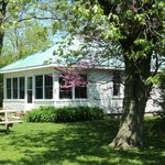 Pelee Lake Muse Two bedroom guest cottage