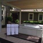 Outdoor Hot Tub...open 24/7