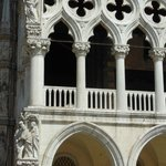 Detalhe da arquitetura do Palazzo Ducale