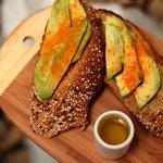 Tosta con palta (avocado toast)