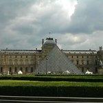 Le Louvre vu d'en face