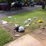 Müll vor unserem Zimmer verteilt