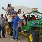EL buggy que que nos permitio  en familia, descubrir y disfrutar del desierto  em Ica