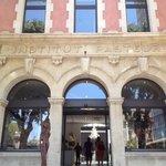 Entrada al hotel por el anterior frente perteneciente al Instituto Pasteur