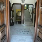 entrance hallway/stairs