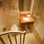 Chambre Single Classique - Salle de Bain / Classic Single Room - Bathroom
