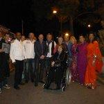 une surprise , sari et amis