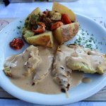 Chicken plate with wine sauce