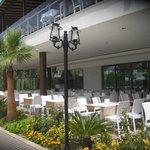 Открытая терасса ресторана
