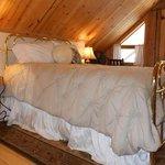 Honeymoon Cabin bedroom